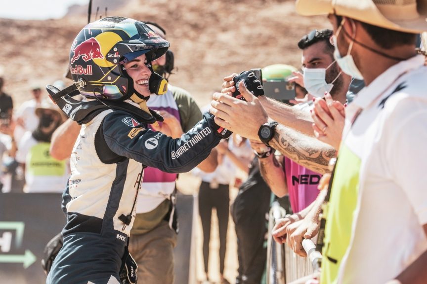ALULA, SAUDI ARABIA - APRIL 04: Catie Munnings (GBR), Andretti United Extreme E during the Desert X-Prix at AlUla on April 04, 2021 in AlUla, Saudi Arabia. (Photo by Charly Lopez / LAT Images)