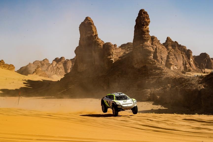 ALULA, SAUDI ARABIA - APRIL 04: Mikaela Ahlin-Kottulinsky (SWE)/Jenson Button (GBR), JBXE Extreme-E Team during the Desert X-Prix at AlUla on April 04, 2021 in AlUla, Saudi Arabia. (Photo by Colin McMaster / LAT Images)