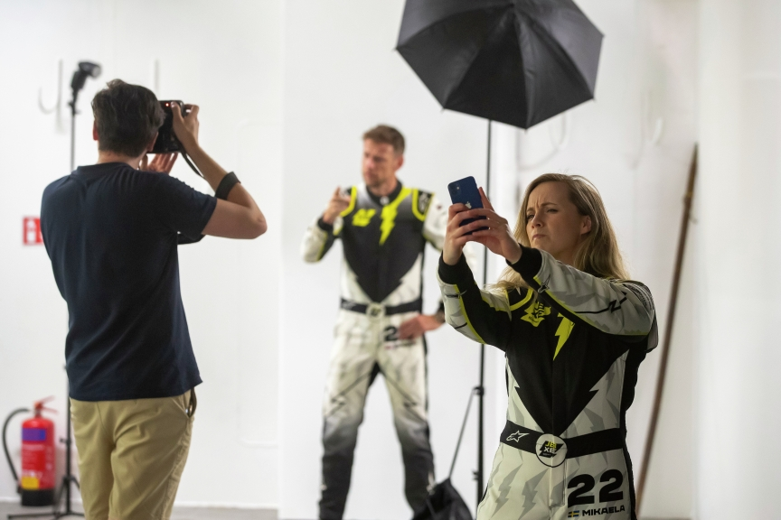 MARCH 31: Jenson Button (GBR), JBXE Extreme-E Team, poses for a photo as Mikaela Ahlin-Kottulinsky (SWE), JBXE Extreme-E Team, takes a selfie during the Saudi Arabia on March 31, 2021. (Photo by Colin McMaster / LAT Images)
